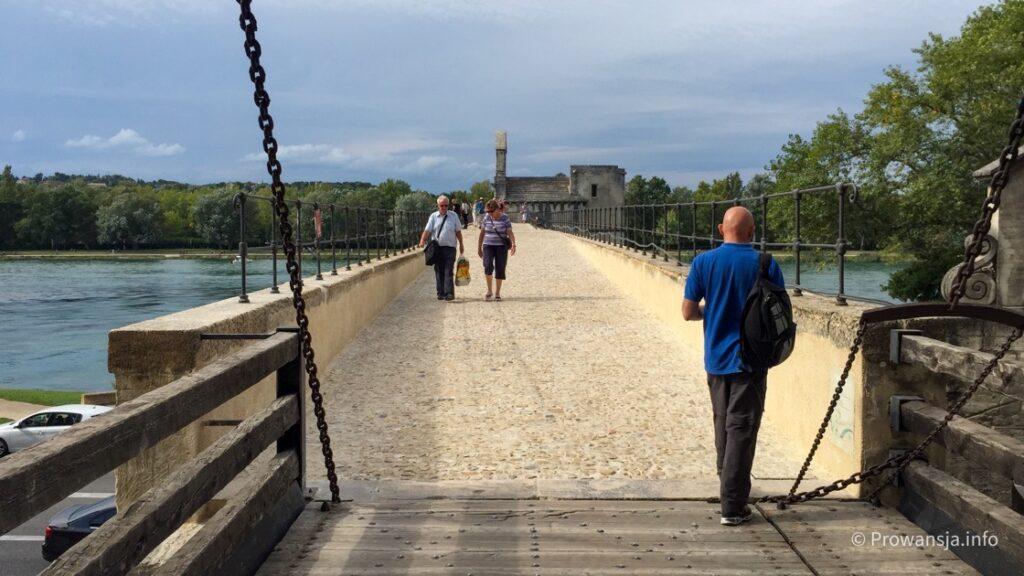 Wejście na most w Awinion