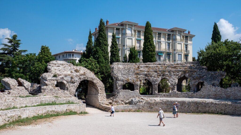 Ruiny antycznej areny w Cimiez