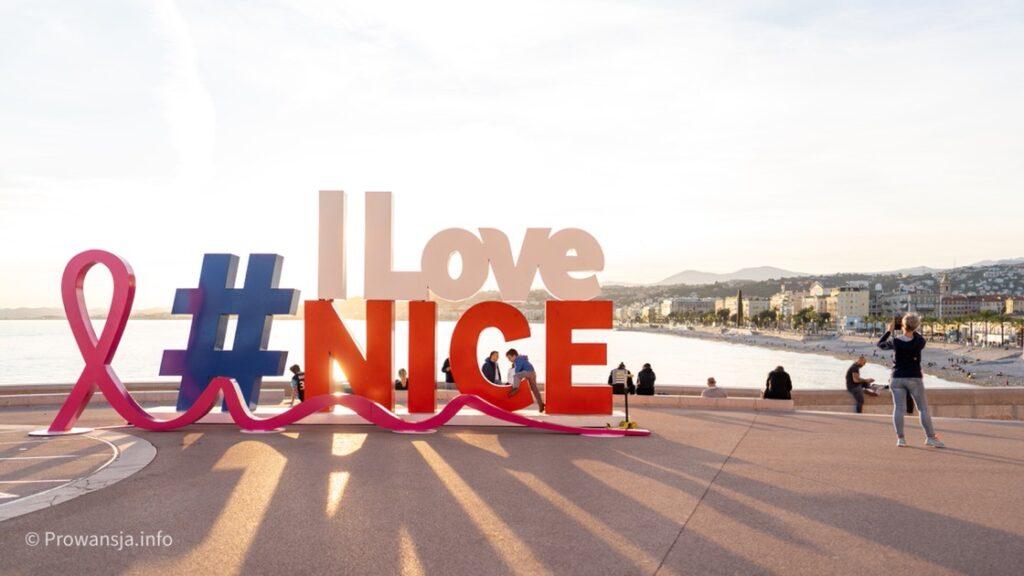 """Znak """"I Love Nice"""" tuż przy Wzgórzu Zamkowym"""