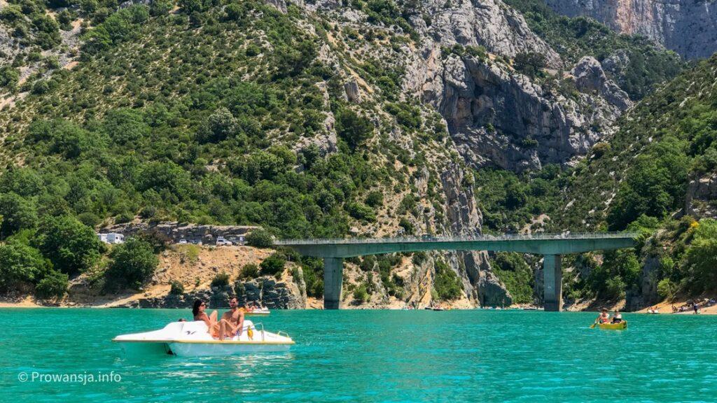Pont du Galetas, to tu wpływa się z jeziora św. Krzyża do kanionu Verdon