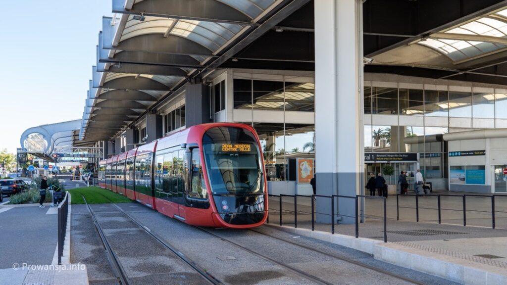 Z lotniska w Nicei najlepiej dojechać do centrum miasta tramwajem T2