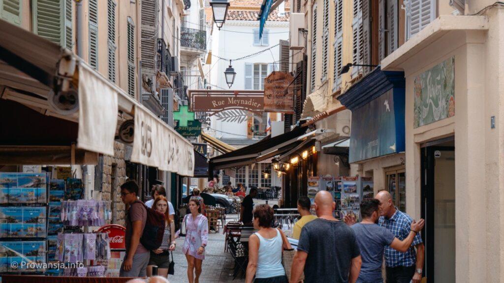 Uliczka handlowa Rue Meynadier