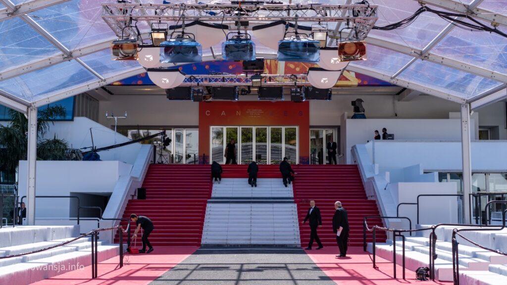 Słynne schody prowadzące do pałacu festiwalowego