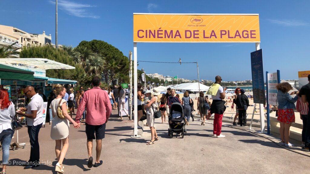 Kino letnie na plaży w Cannes