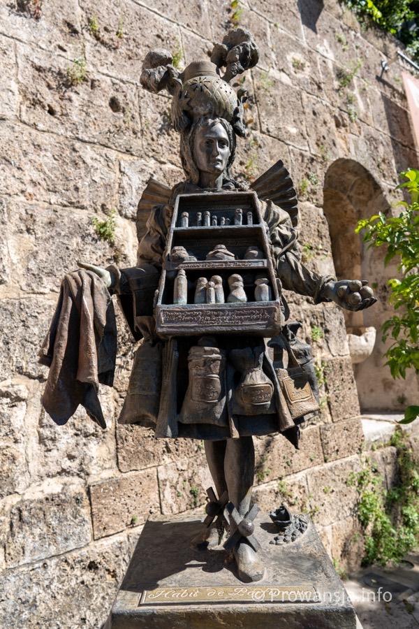 Strój perfumiarza, rzeźba Tomka Kawiaka