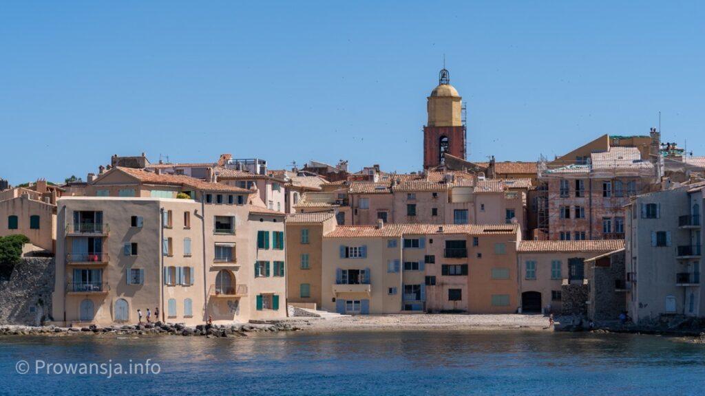 Panorama miasta z promu płynącego z Sainte-Maxime