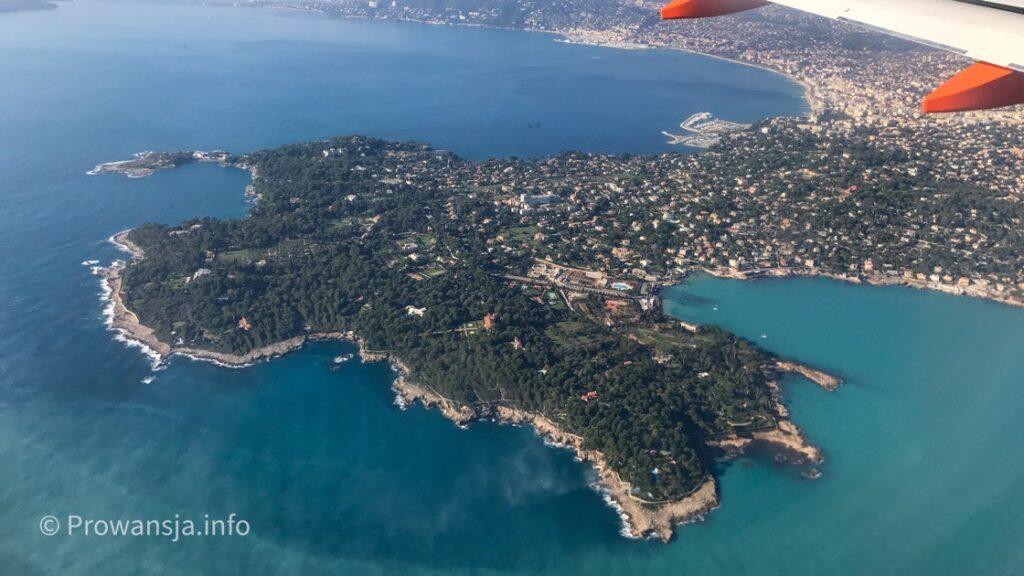 Półwysep Cap d'Antibes z samolotu lądującego w Nicei