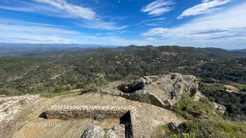 Ruiny wykutej w skale twierdzy Saracenów
